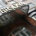 комплексное оформление фасада магазина «Persona», буквы выполнены из нержавеющей стали с анодированным покрытием «под золото», подсветка – газосветные трубки (контражур)